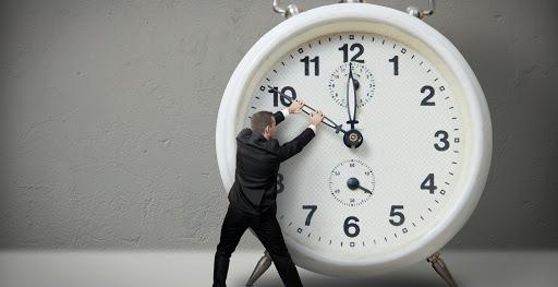 Thời gian hoạt động là điều mà website nhà hàng cần lưu ý